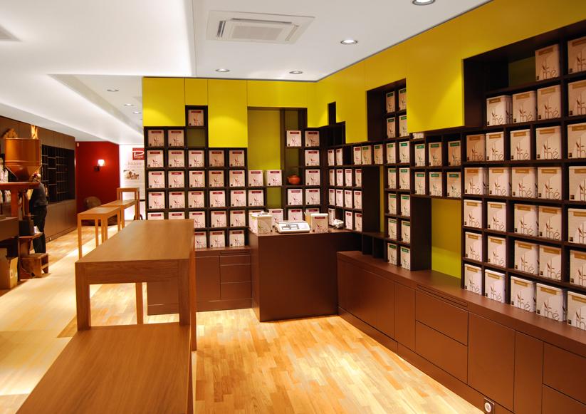 sklep z kawą i herbatą Chez Pivard, pomieszczenie z herbatami